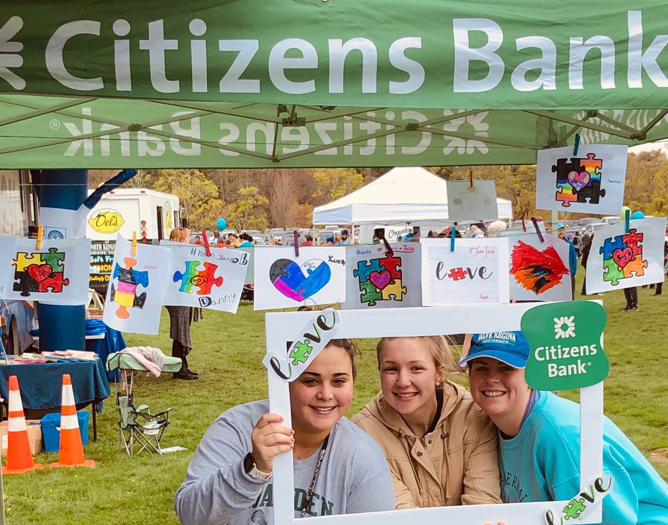 Citizens Bank logo with 3 people under smiling